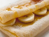 bliny-s-limonnym-sousom-i-bananami