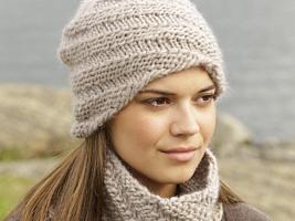 Шапка и шарф-снуд со спиральным узором