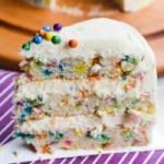 Торт с разноцветным драже и кремом из взбитых сливок