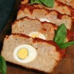 Мясной рулет из куриного фарша, фаршированный яйцами