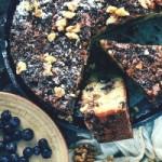 Пирог с черникой и орехами