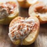 Печеные яблоки с корицей и маскарпоне