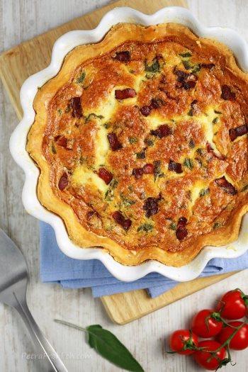 Пирог с сыром и беконом