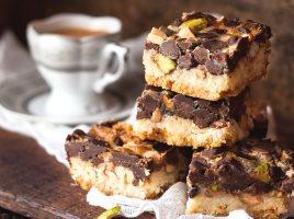 Пирожные с орехами и шоколадом