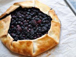 Пирог с черникой и ежевикой